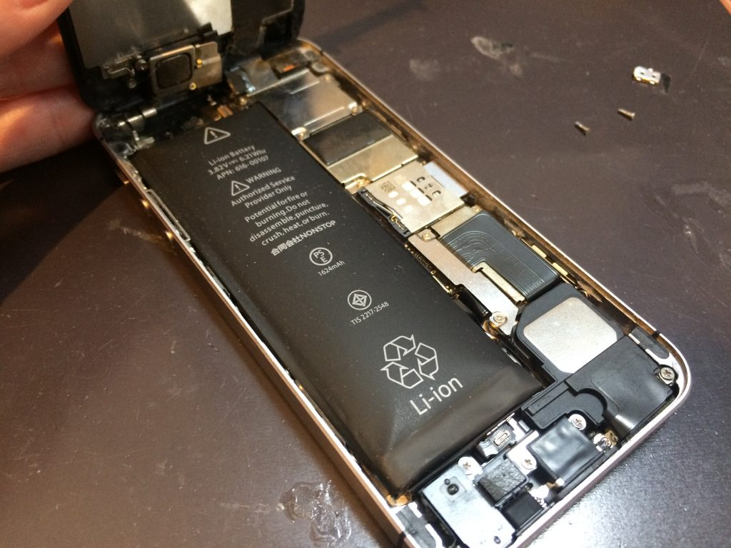iPhone修理 本厚木 初代 iPhoneSE バッテリー 膨張