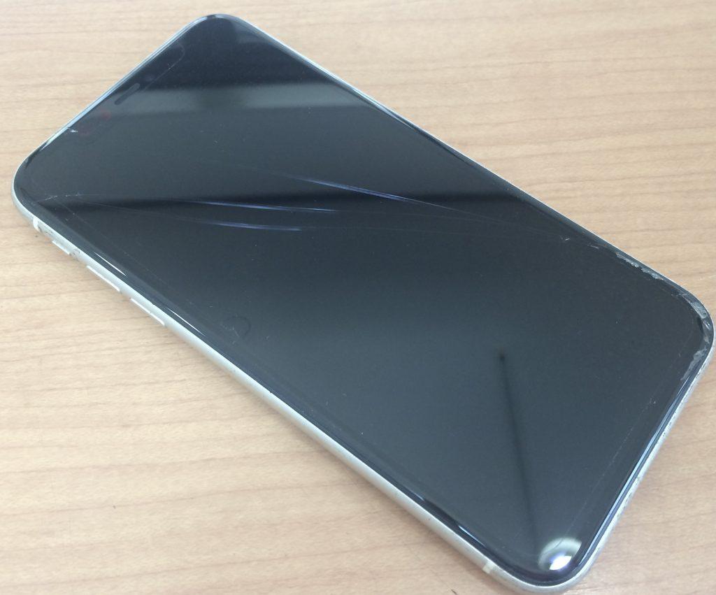 iPhone11のガラス割れ
